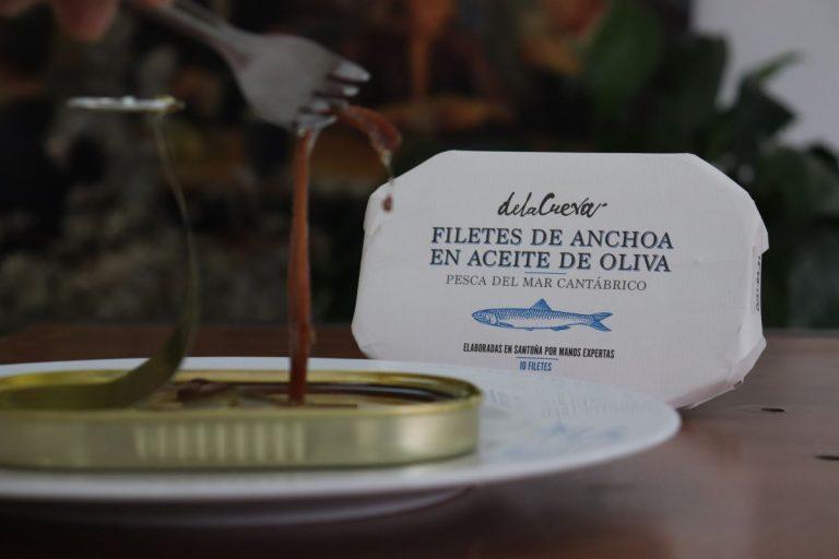 Del azafrán a las anchoas: De la Cueva lanza su nueva gama de productos gourmet
