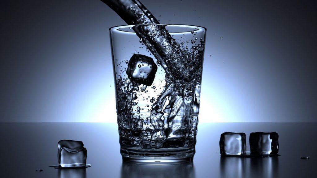 Agua para diluir el alcohol
