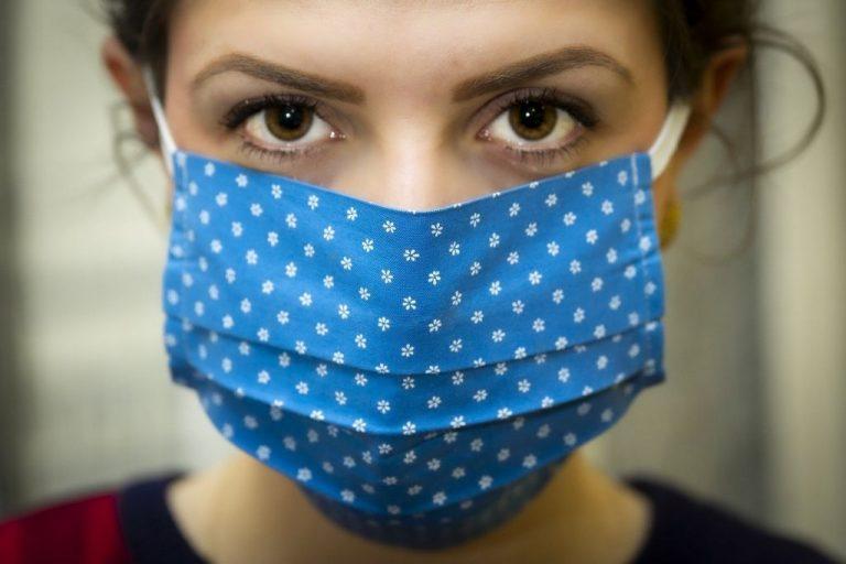 Cómo desinfectar de manera eficaz las mascarillas de tela