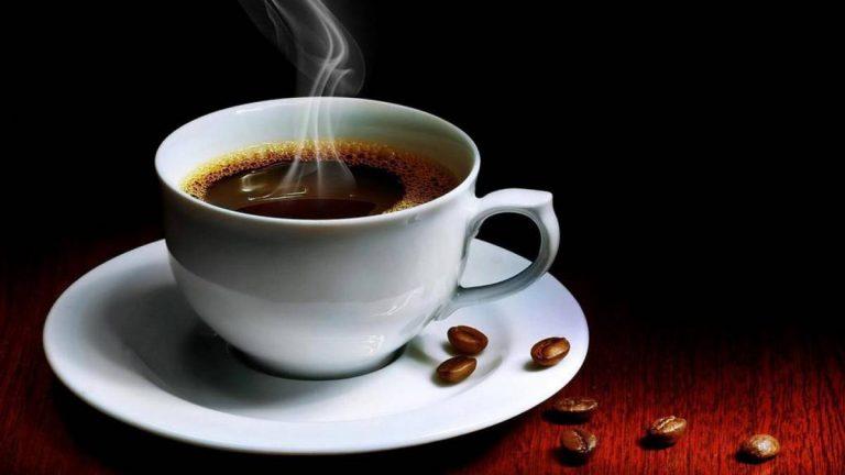 Este es el tiempo que dura la cafeína en el café hecho