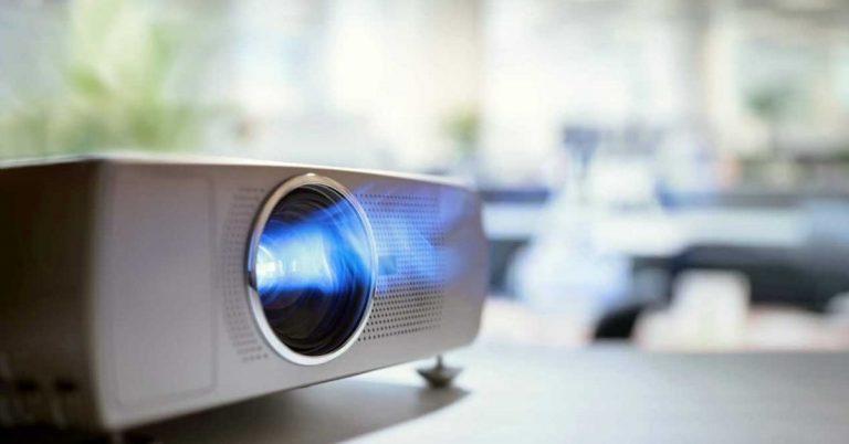 Los mejores proyectores 4K para tener un cine en casa