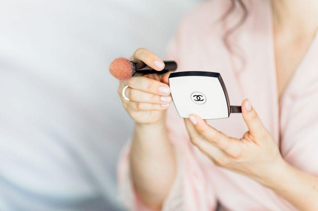 Maquillaje para cubrir un chupetón