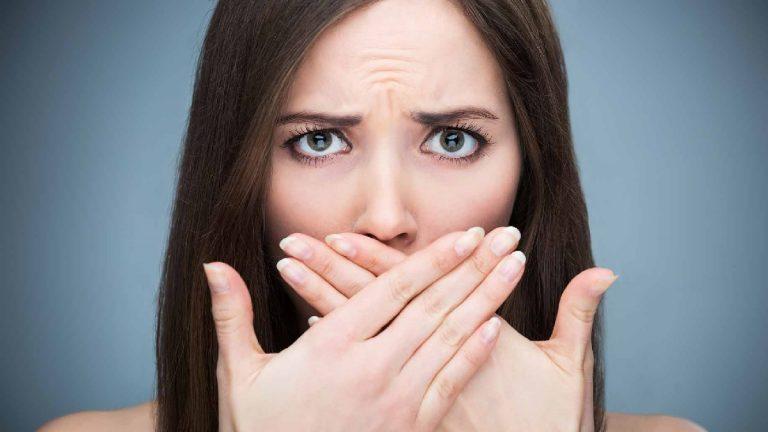 Por qué no puedes oler tu propio aliento