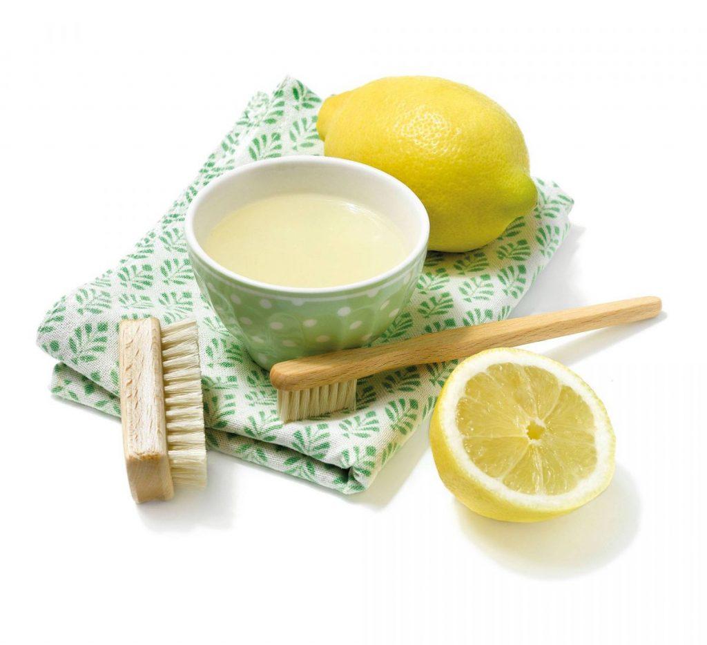 Utiliza zumo de limón para eliminar el aceite del suelo