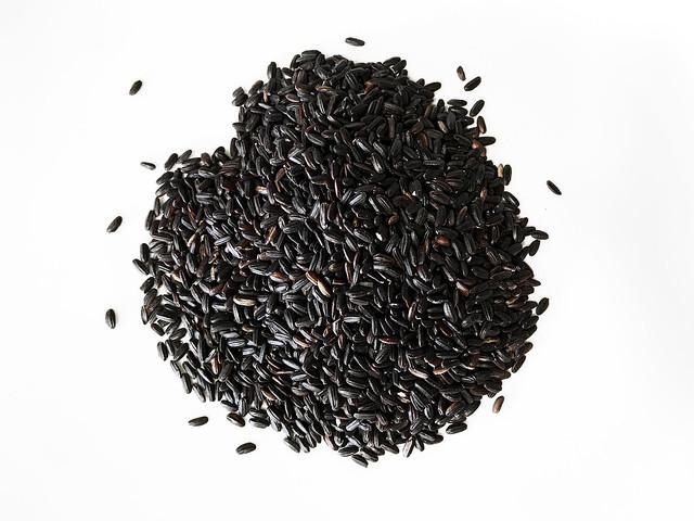 Cómo hacer un arroz negro para sorprender a la familia