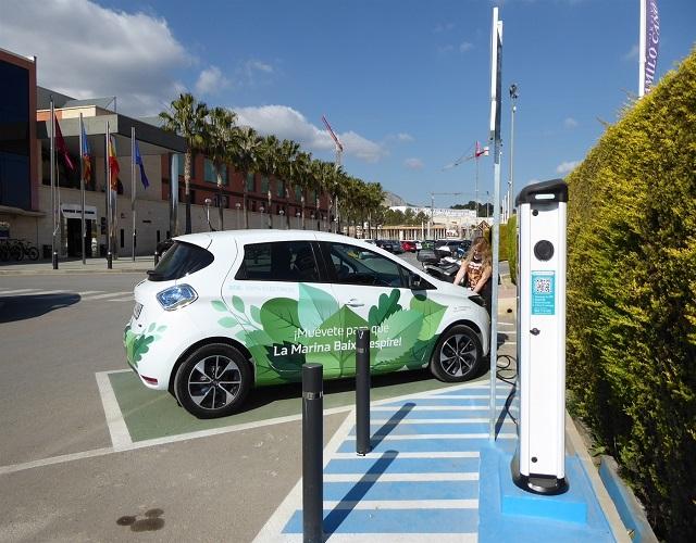 coches eléctricos aparcar en la calle