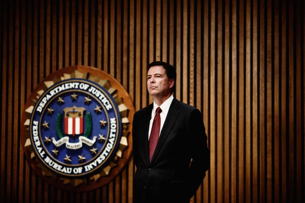 Comey también alertó de los peligros en ciberseguridad asociados a dejar la webcam de tu ordenador abierta.