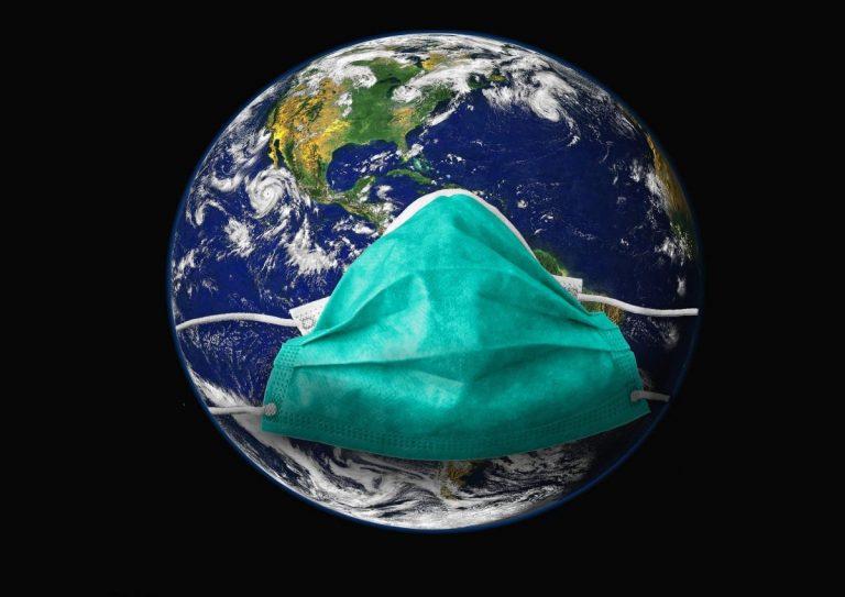Lavadora, microondas… ¿cómo es más eficaz desinfectar una mascarilla?