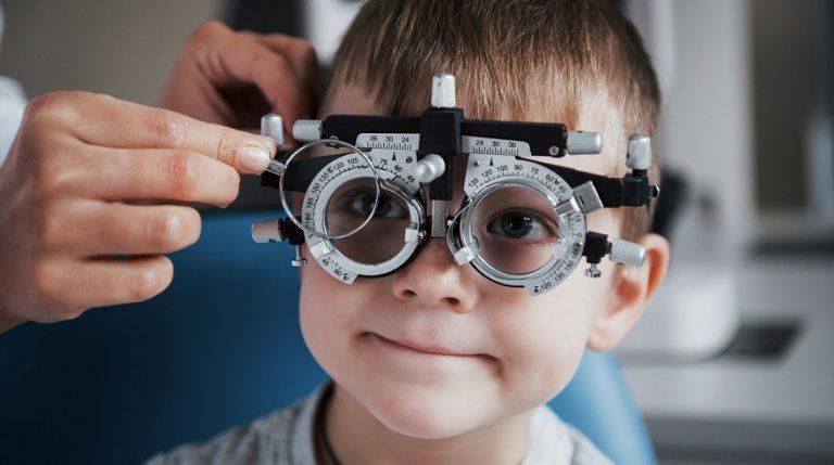 Es importante corregir la miopía en los niños, pero ¿qué pasa con el astigmatismo?
