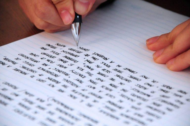 Por qué escribir a mano te hace más inteligente