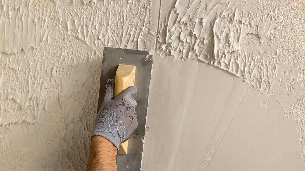 Cómo eliminar el gotelé de una pared con pintura plástica