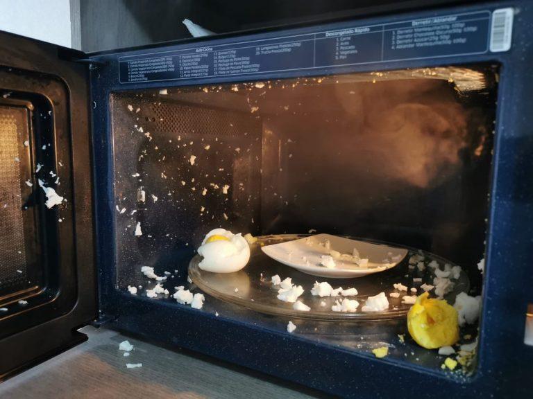 Los peligros de calentar un huevo en el microondas