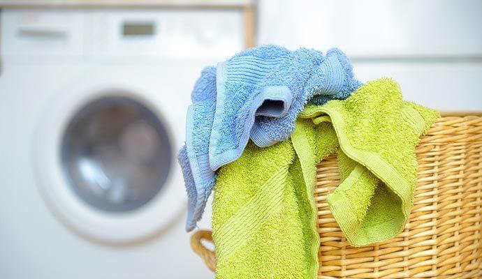 No las coloques al cesto de la ropa sucia