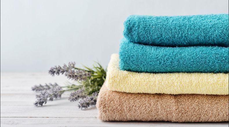 Guarda las toallas de forma correcta y evita la humedad