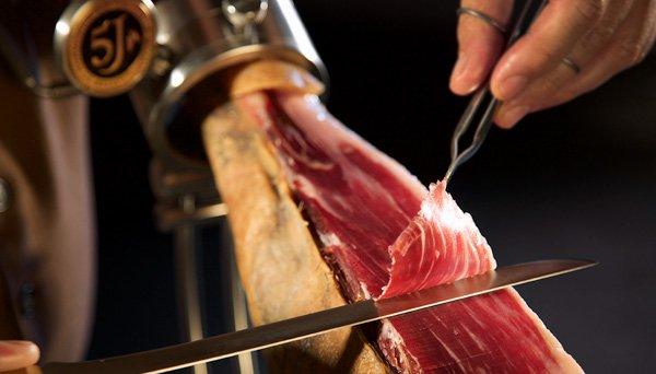Cómo cortar las lonchas perfectas del jamón ibérico