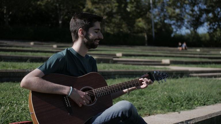Javivy García pone melodía a sus sueños y lanza su primer trabajo musical