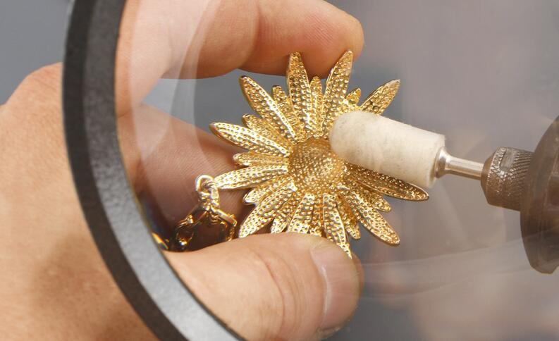 Como utilizar los diferentes métodos caseros para limpiar tus joyas de oro