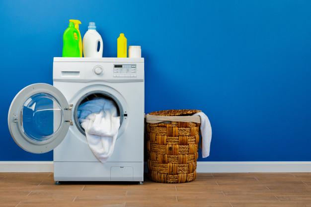 Cómo limpiar a fondo la lavadora para que no manche tu ropa