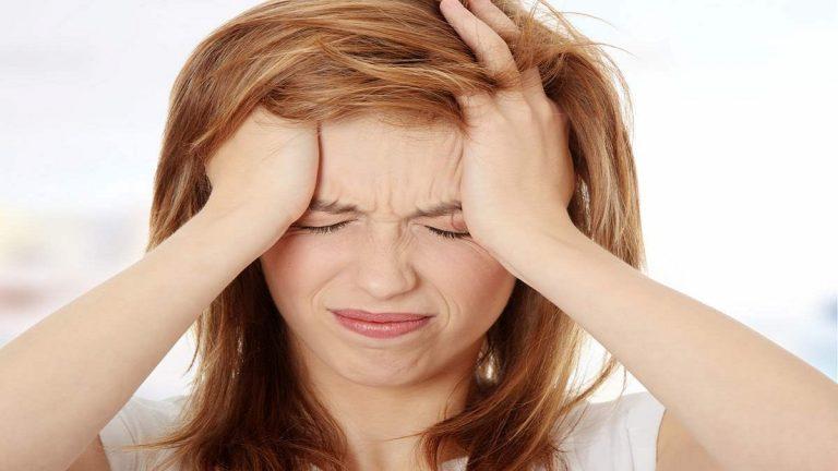 Los motivos por los que duele la cabeza después de llorar