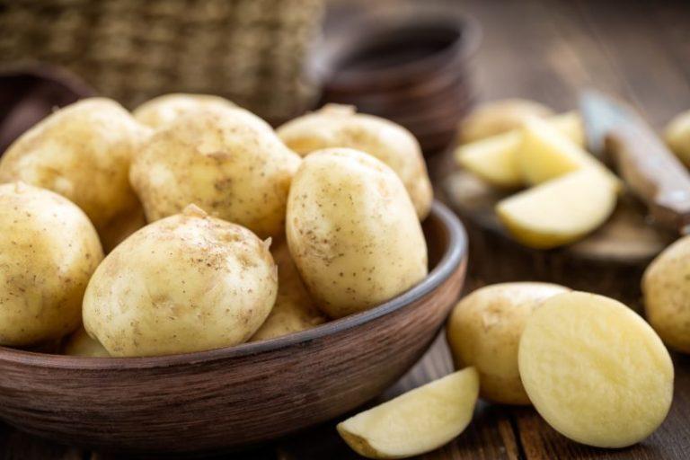Así puedes cocer unas patatas en el microondas