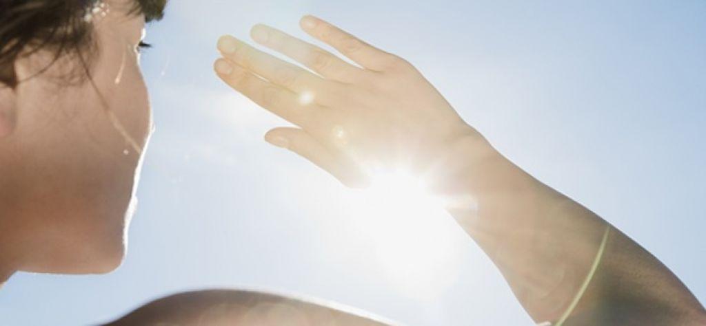 la exposicion al sol produce ojeras