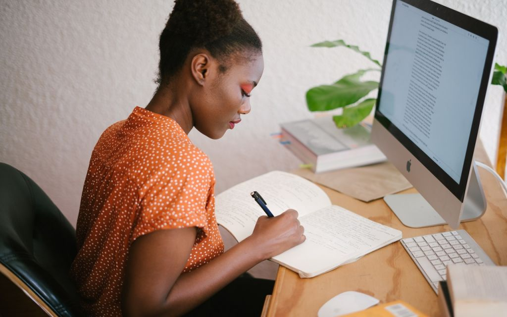 Introducción, agradecimiento y despedida son los elementos que conforman una carta de renuncia