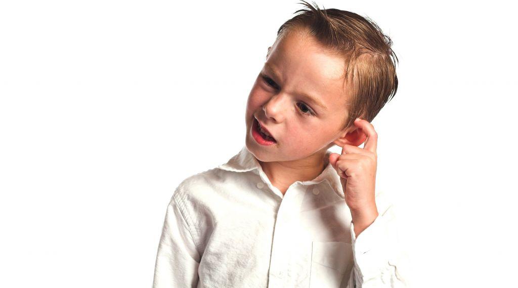 Por qué queda agua en el oído