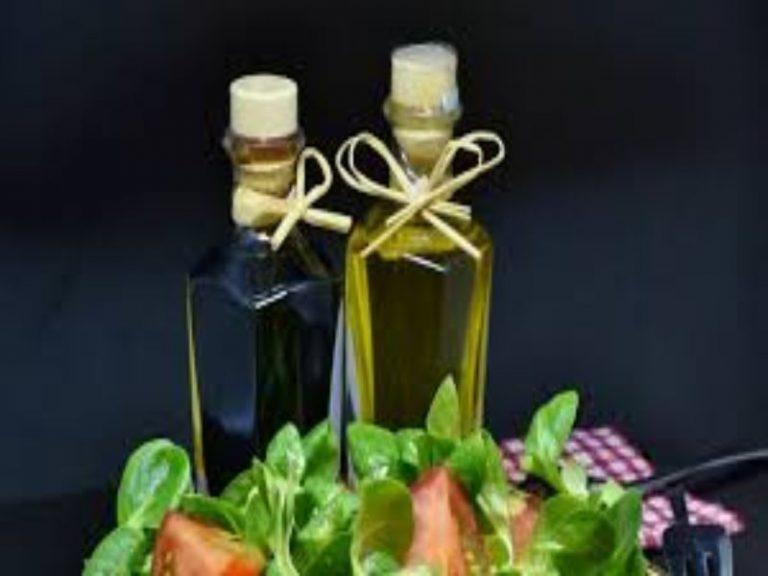 Así puedes hacer un vinagre casero natural y sin aditivos