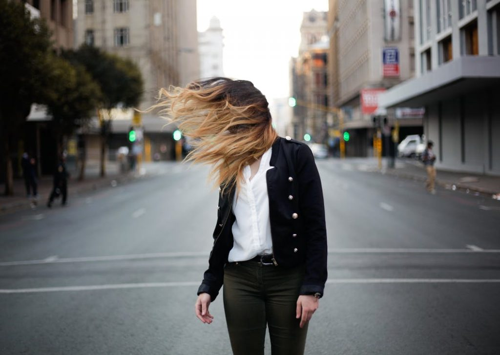 Razones por las que una mujer puede perder su pelo