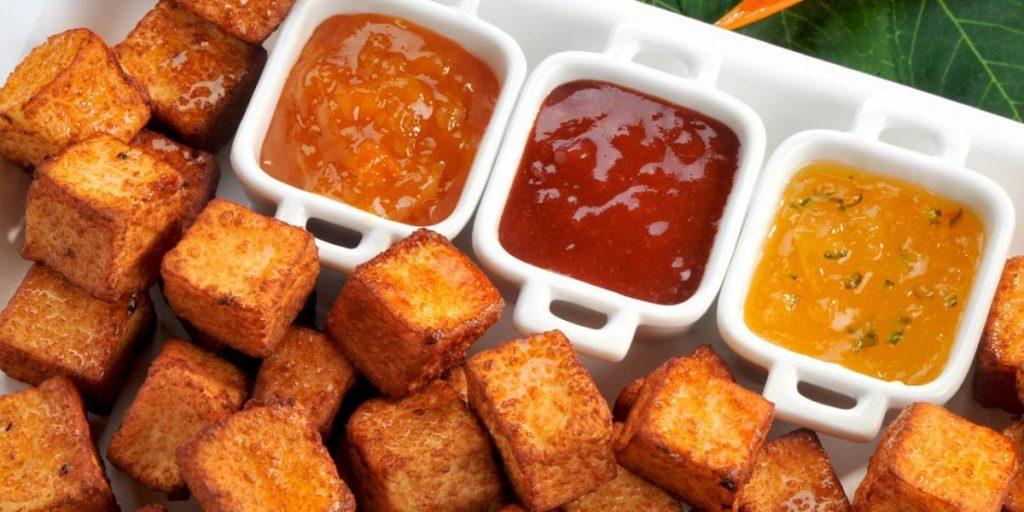 queso frito con salsas