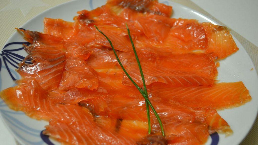 Paso 5 corte y a servir el salmón ahumado