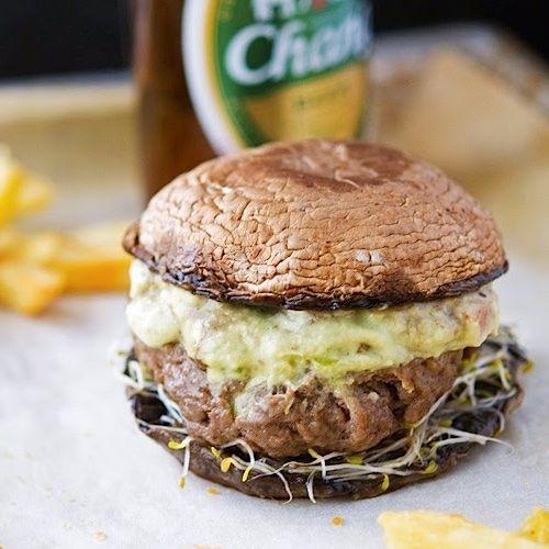 Sándwich de panqueques con carne molida
