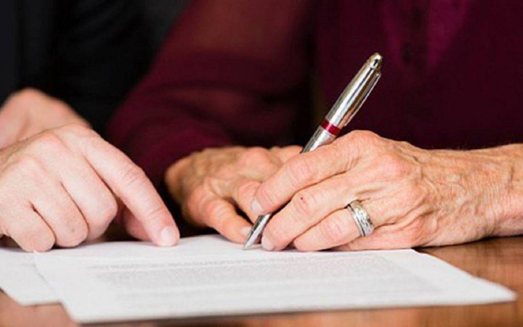 Cualquier renuncia de una herencia debe hacerse en una notaría