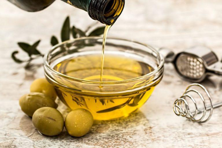 Esta es la cantidad de aceite de oliva virgen extra que debes consumir al día