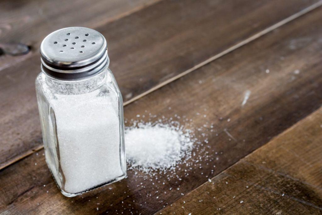 utilizar sal contra las manchas de vino