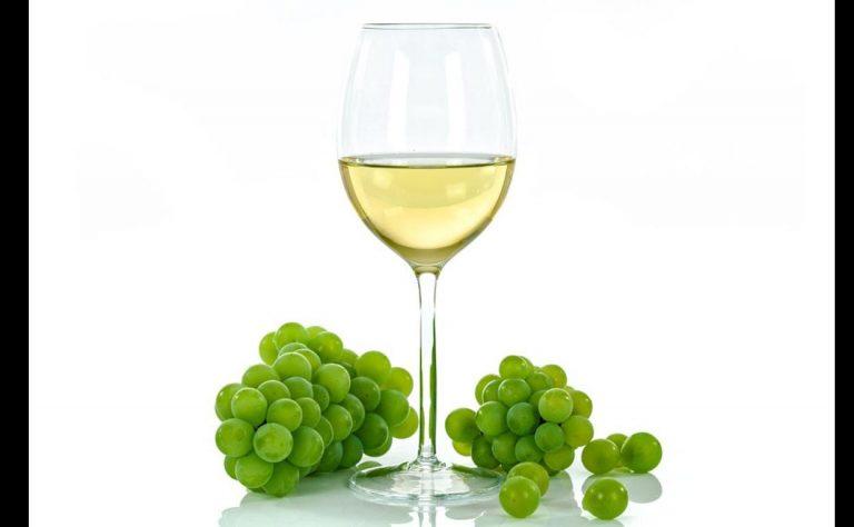 Vino blanco: la OCU desvela cuáles son los mejores del supermercado
