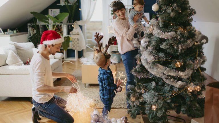 Cómo decorar el árbol de Navidad: ¡7 ideas para hacerlo original!