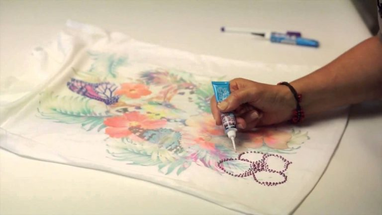 Cómo decorar tus camisetas con pintura de gel