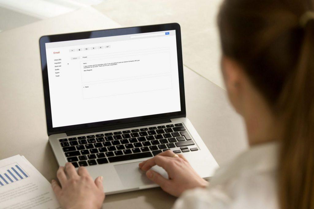 ¿Cómo utilizar el CC en el correo?