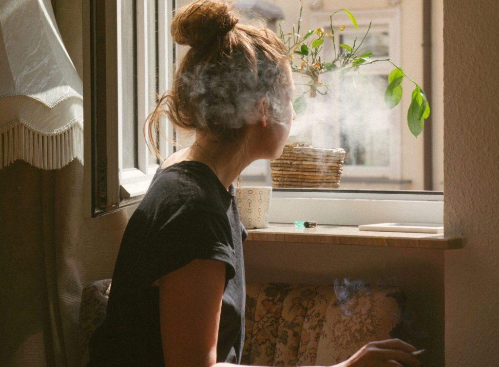 Beneficios de eliminar el olor a tabaco en el hogar