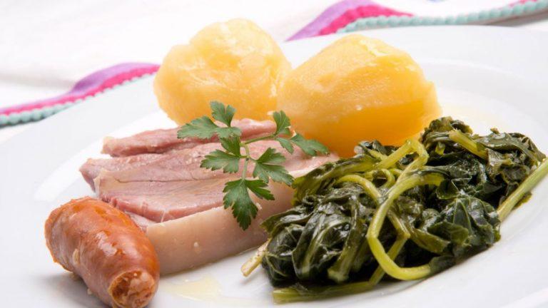 Cómo hacer la receta tradicional gallega de lacón con grelos