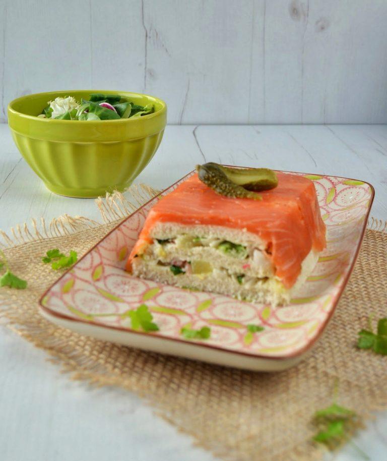 Cómo hacer un pastel de salmón con hierbas frescas paso a paso