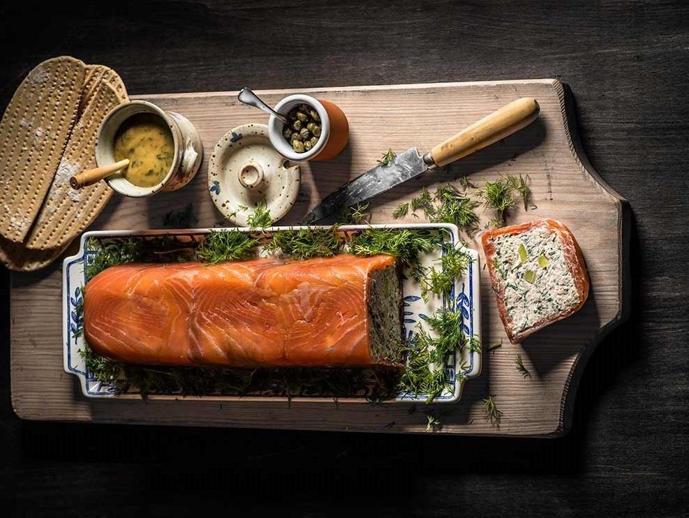 Ingredientes para preparar los pasteles de salmón con hierbas