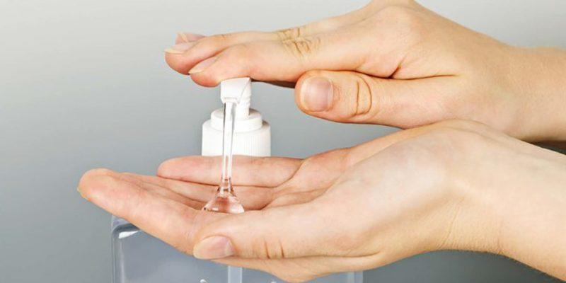 ¿Con que debemos lavarnos las manos?