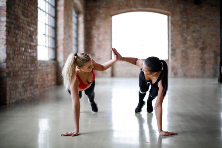 Completa tu dieta: los ejercicios de 20 minutos más intensos para ganar músculo y quemar grasa