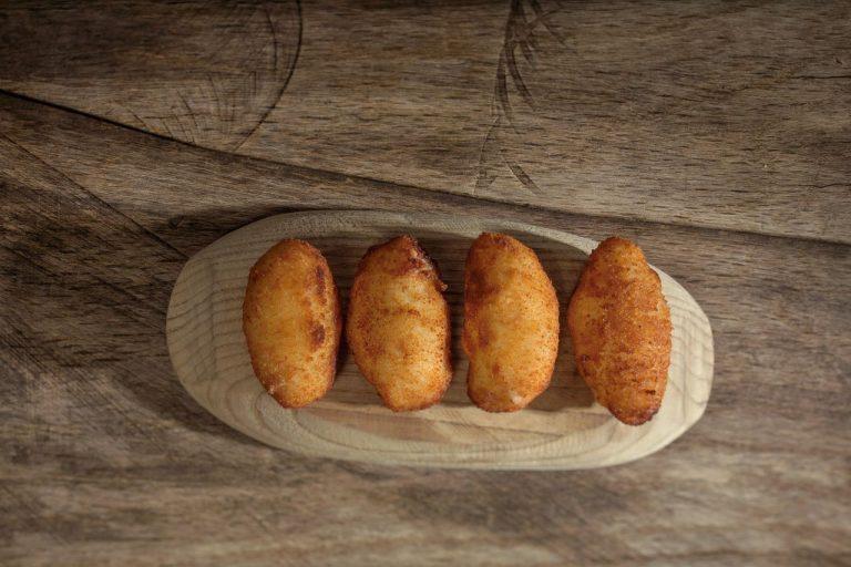 Croquetas raras basadas en platos típicos españoles