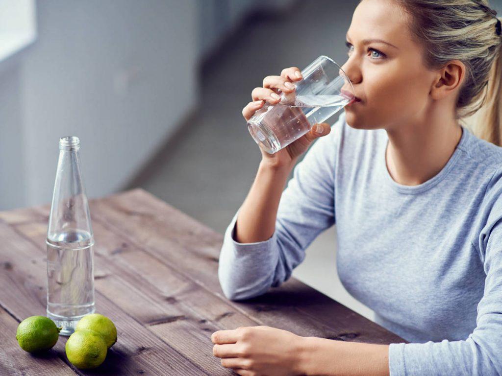 ¿Por qué la sed se manifiesta antes de dormir?