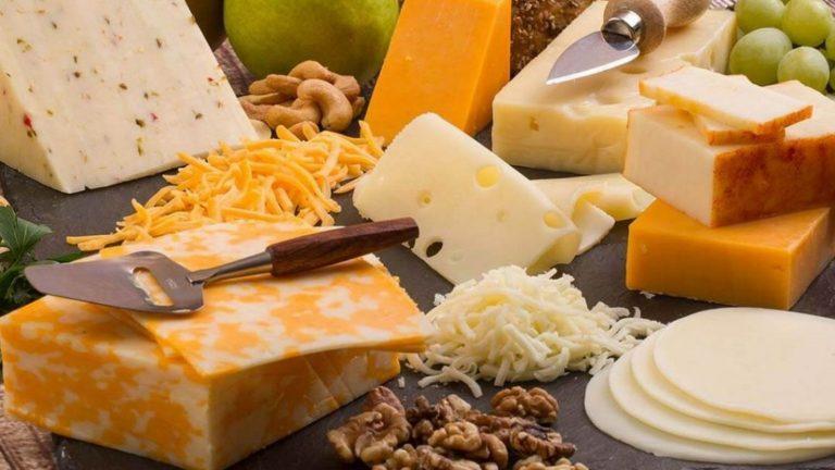 El secreto del queso fundido: destapamos de lo que está hecho