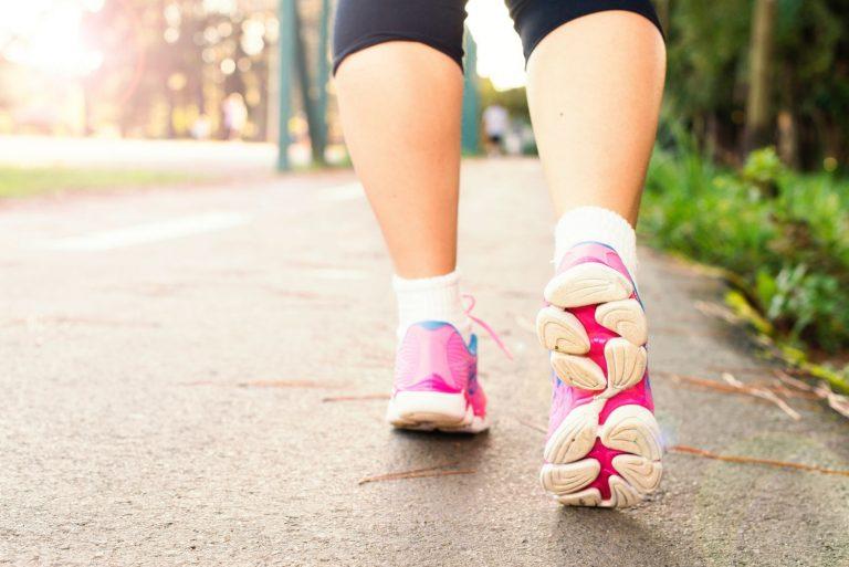 El truco para adelgazar el doble de kilos al caminar