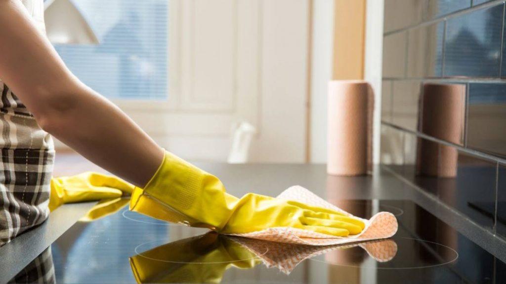 Limpiar tu cocina para eliminar el olor a pescado